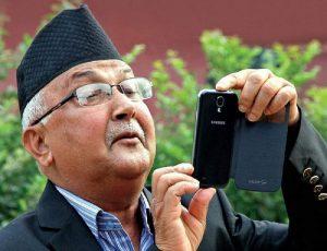 कवि मात्र रहेनन् प्रधानमन्त्री, अब गीतकार पनि : ओलीको नयाँ गीत 'बन्छ नमूना नेपाल' युट्युबबाट सार्वजनिक(भिडियो सहित)
