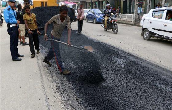 धुलिखेल–नगरकोट पर्यटकीय सडक कालोपत्रे गरिँदै