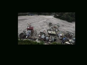 पहिरोले थुनेको रघुगङ्गा नदी भरिएर बग्न थाल्यो